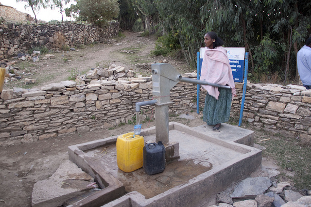 woman-at-well-by-waterdotorg-creative-commons