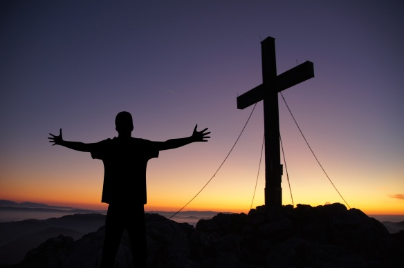 Praying at the Cross - CC - Pixabay - No attribution required